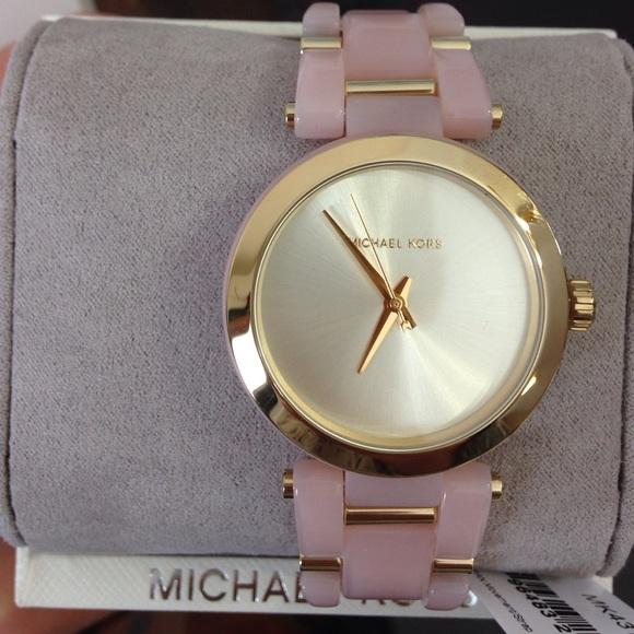 2 mẫu đồng hồ nữ tặng gấu hoặc vợ tuyệt đẹp hiệu Armani Exchange và Michael Kors( Có quà tặng )